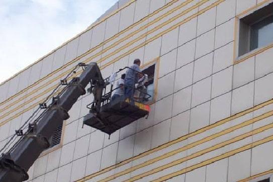 Bina Temizliğinde Vinç Kullanımı